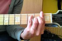 How to play barre chords easily? article icon
